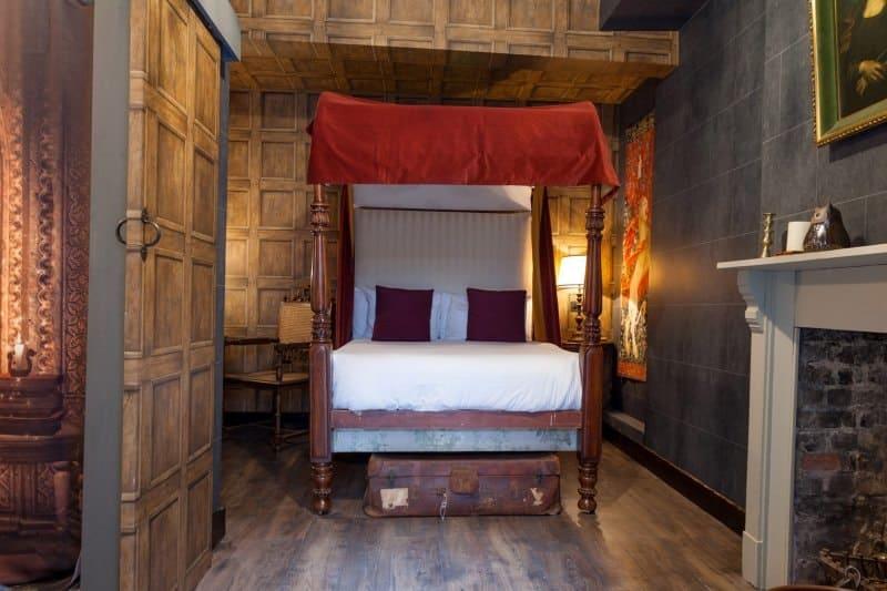 harry-potter-hotel-room-georgian-house-2