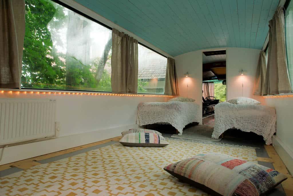 bus-rooftop-garden-3