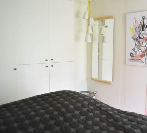 makeover-bedroom-sovevaerelse-lamper-stofledning-pendel-600x540