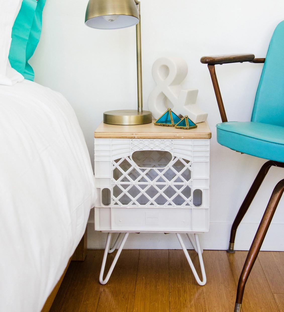 roomcrate-nightstand-image4