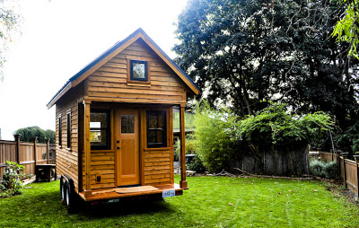 Row3 1 - Tammy is living in a 12 m2 (128 ft2) tiny house with her husband and two cats