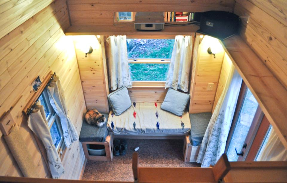 row5 - Tammy is living in a 12 m2 (128 ft2) tiny house with her husband and two cats