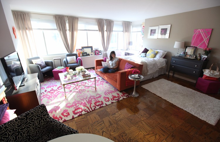 House tour Nikki Rapports girly studio apartment Living in a