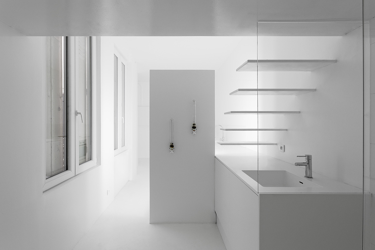 SDB front A 2 1 - Parisian studio decorated with artificial light