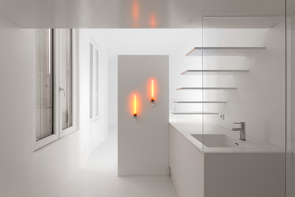 SDB front A 3 1 - Parisian studio decorated with artificial light
