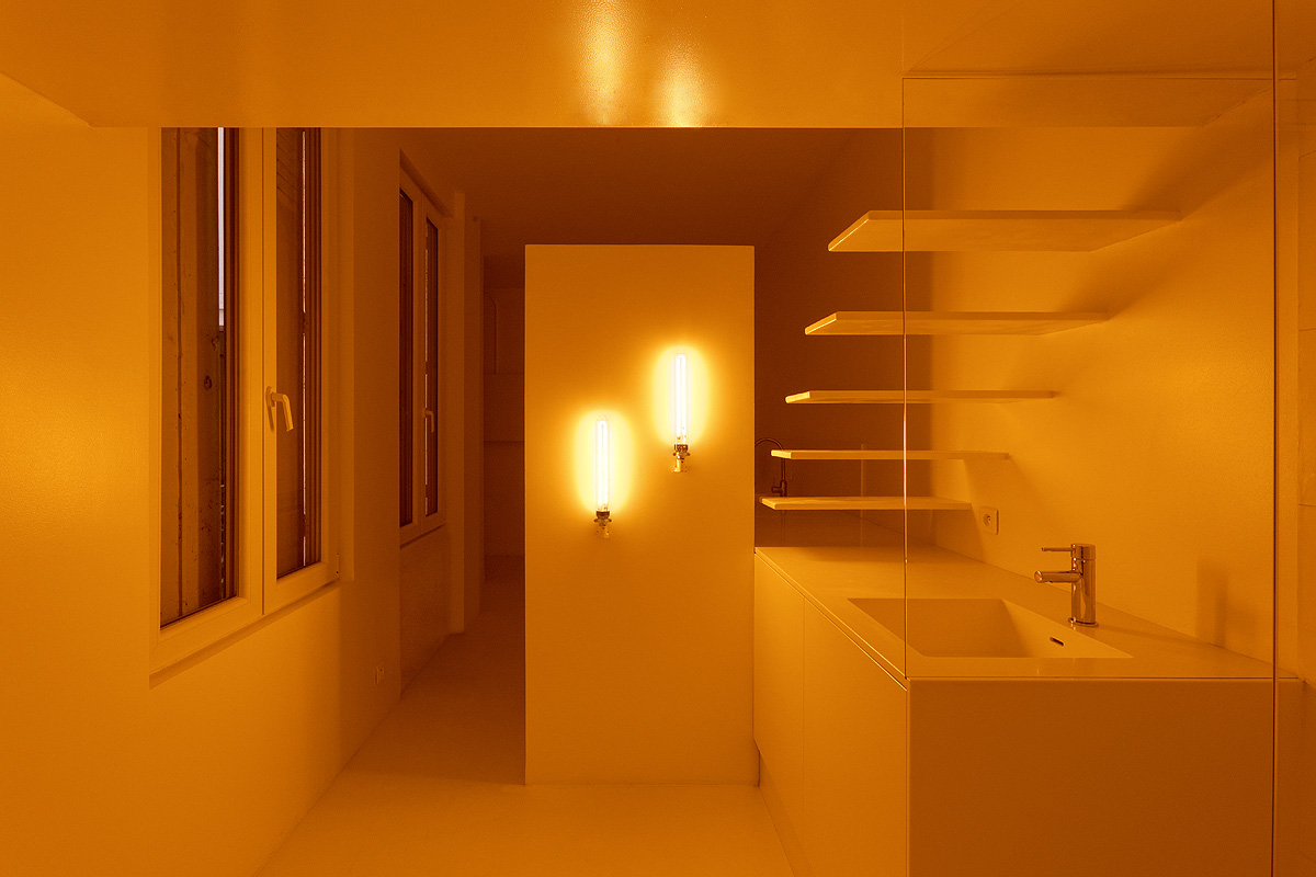 SDB front A 4 1 - Parisian studio decorated with artificial light