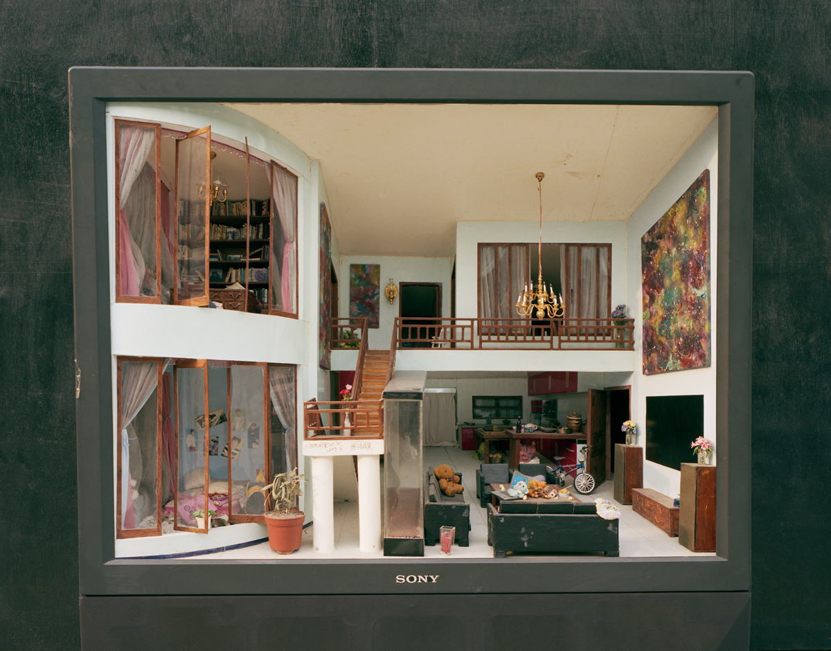 Chinese artist makes miniature rooms inside discarded for Dream house studios