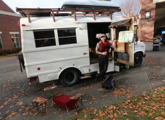 Bus-home-GuisepiandEdna