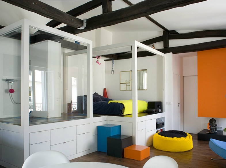 the architect cyril rheims 39 485 ft2 loft is a colourful stroke of genius living in a shoebox. Black Bedroom Furniture Sets. Home Design Ideas