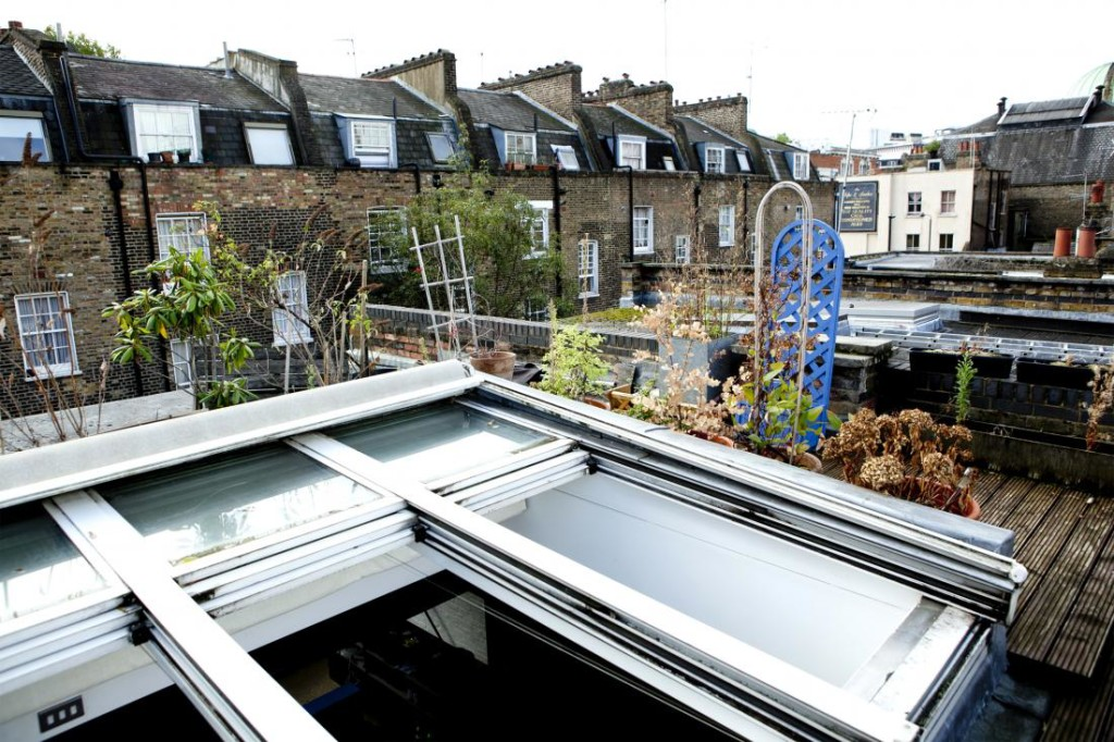 London studio apartment with suspended bed and rooftop garden ...