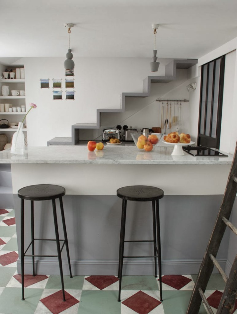 Pauline\'s tiny Parisian apartment - Living in a shoebox