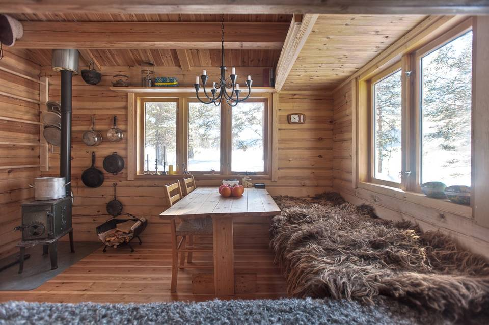 Tiny Home Designs: This 118 Ft2 Small Norwegian Ski Cabin Comfortably