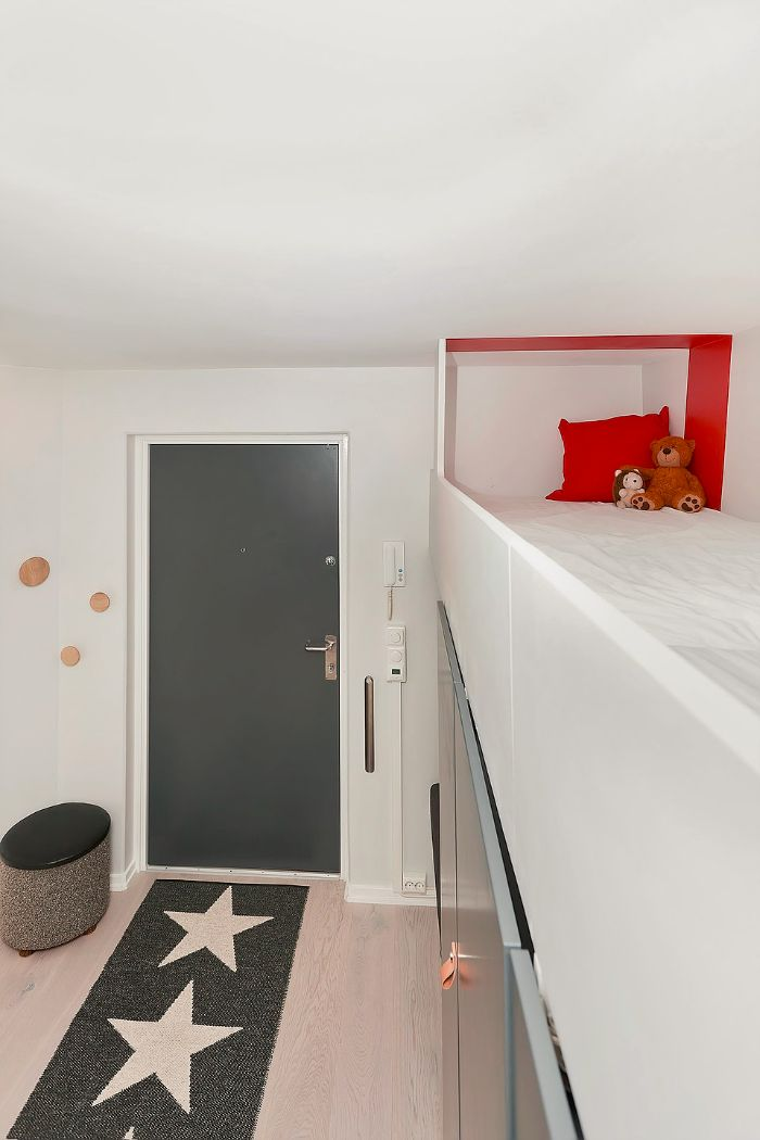 This Hallway Does Double Duty As Guest Room Yes Really