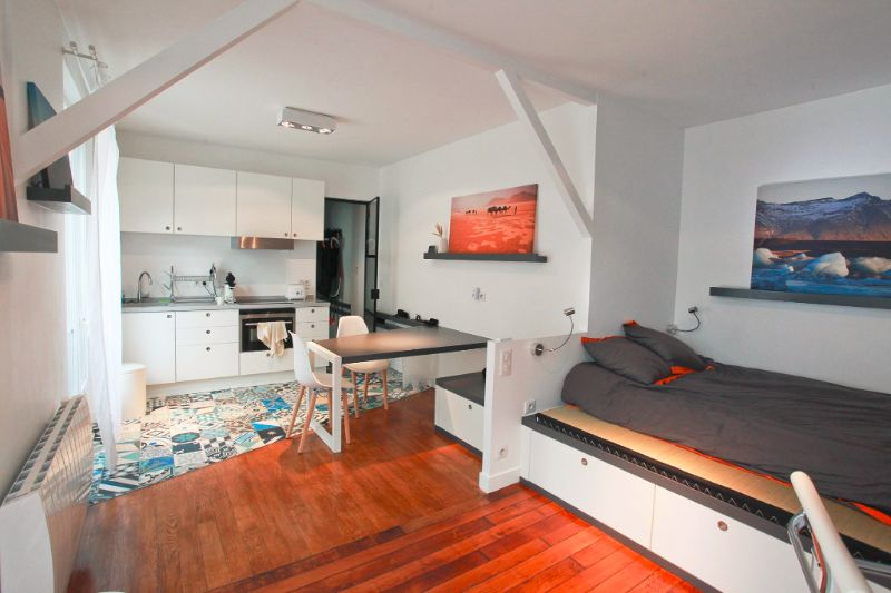 this small parisian studio apartment is packed with great storage solutions living in a shoebox. Black Bedroom Furniture Sets. Home Design Ideas