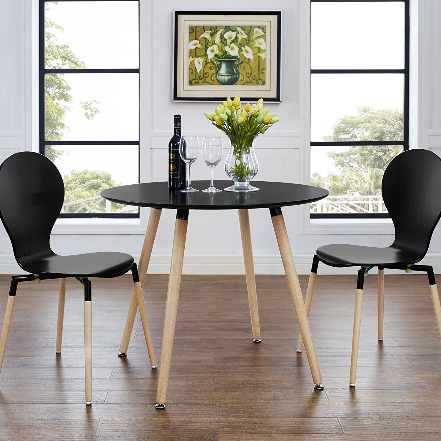 Twenty dining tables that work great in small spaces for Dining table for small spaces modern