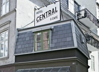 worlds-smallest-hotel-copenhagen-central-13