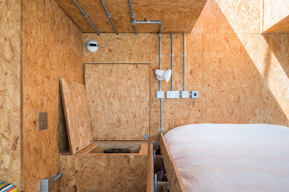 water-tank-apartment-modern-house-13