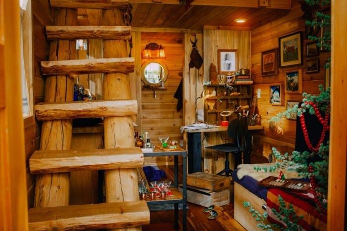 santas-cabin-15