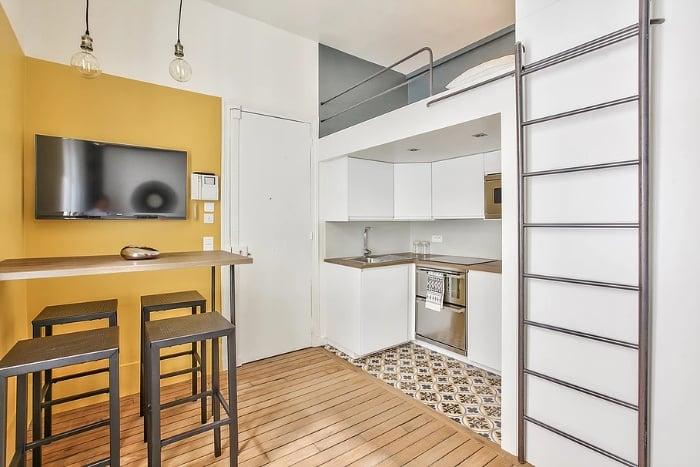 yellow mellow apartment 7 - Tiny studio apartment is a mellow yellow delight