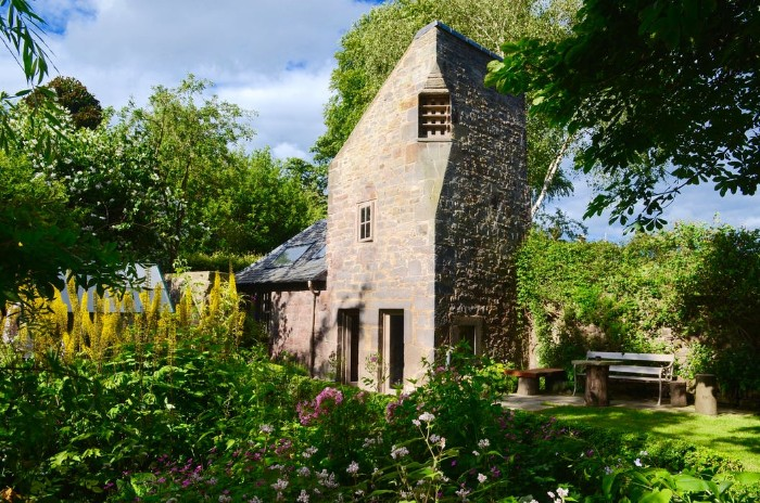 Dovecot cottage 1 - Once home for hundreds of pigeons, the Dovecot Cottage is now a charming holiday abode