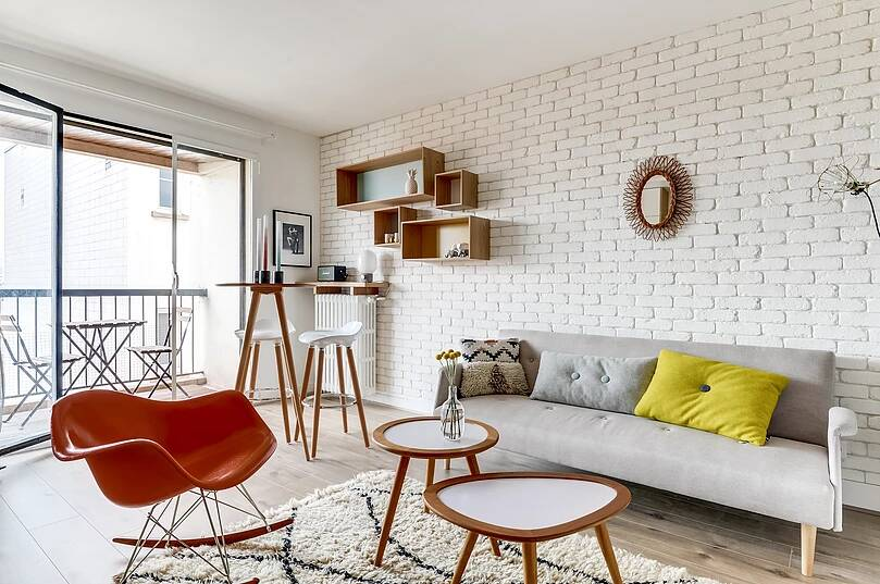 Voltaire apartment 8 - Small studio apartment uses see-through shelving as an elegant partition wall