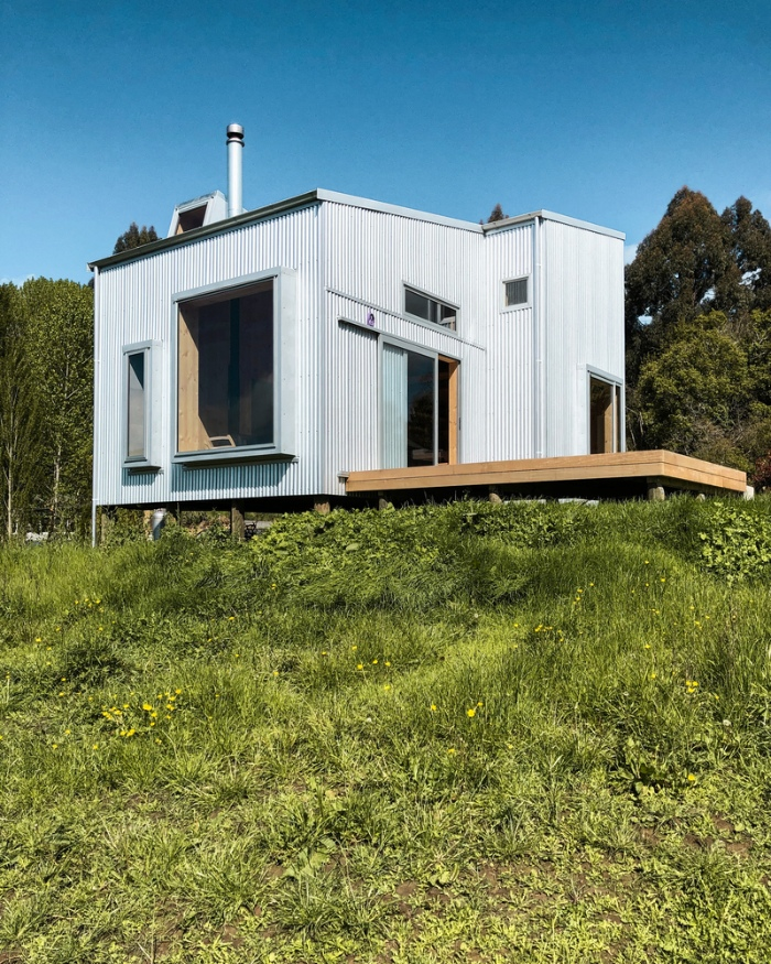 AB Studio Cabin Copeland Associates Architects 7 - Guests sleep under an observation turretin this small New Zealand cabin