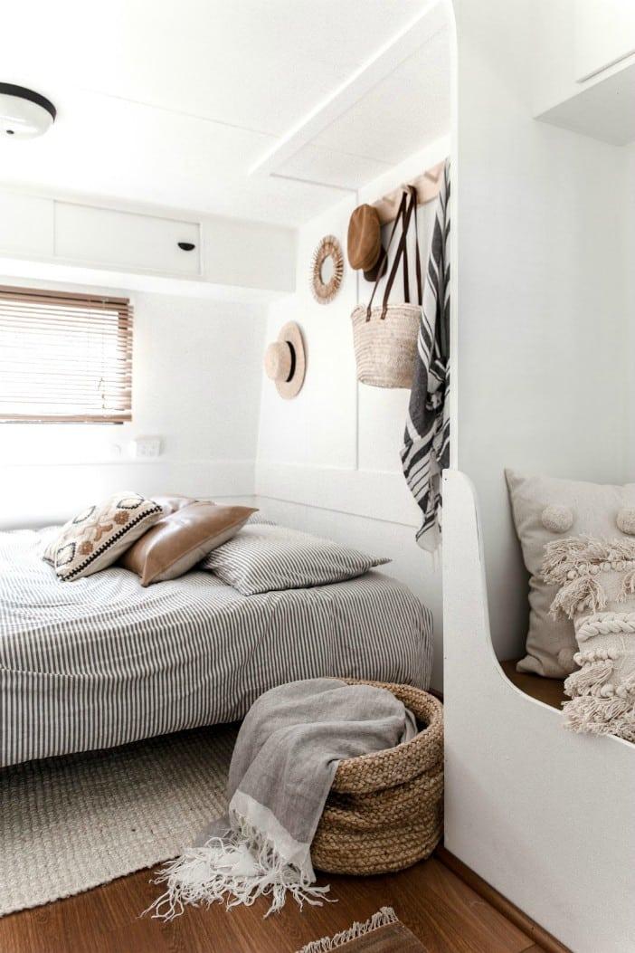 Astonishing Ollie Caravan Living In A Shoebox Ibusinesslaw Wood Chair Design Ideas Ibusinesslaworg