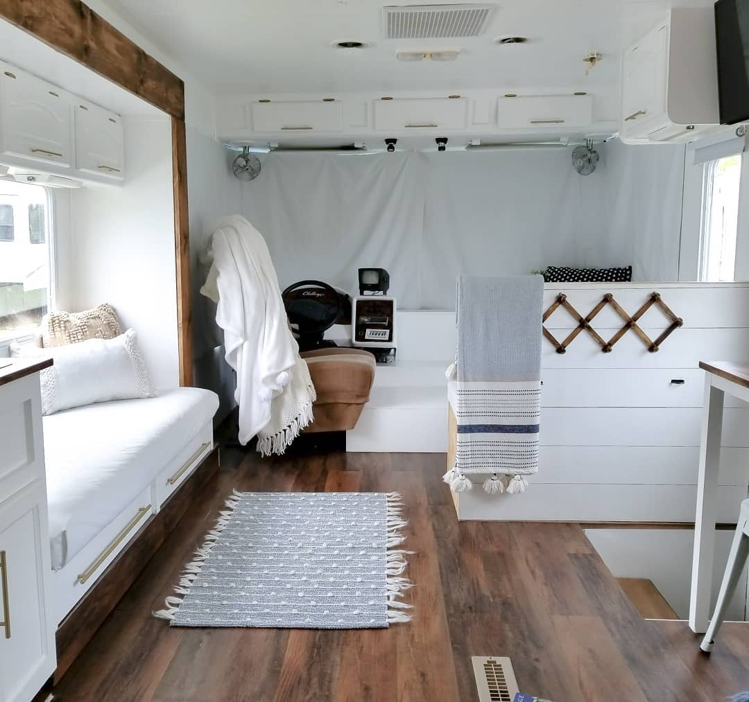 white motorhome - Family of four lives full-time in this stylish and well organized motorhome
