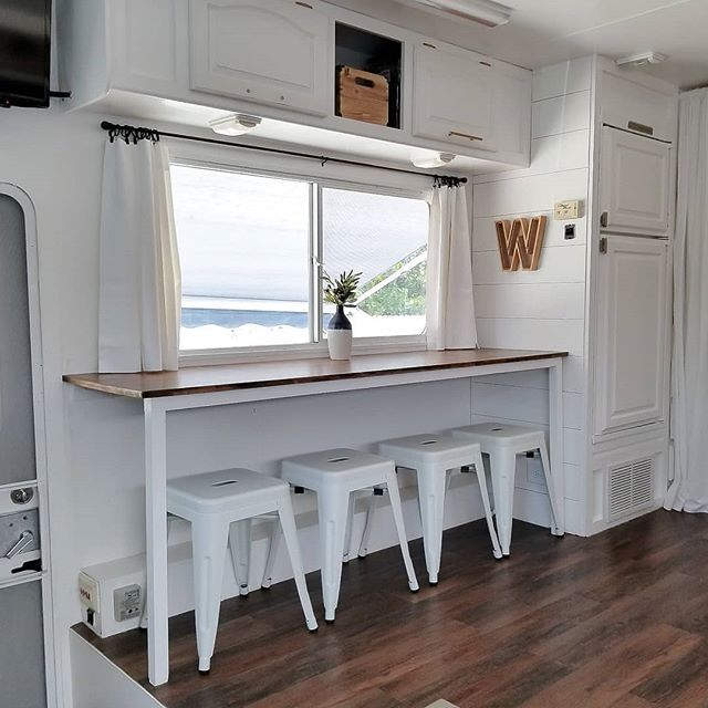 wilson motorhome - Family of four lives full-time in this stylish and well organized motorhome