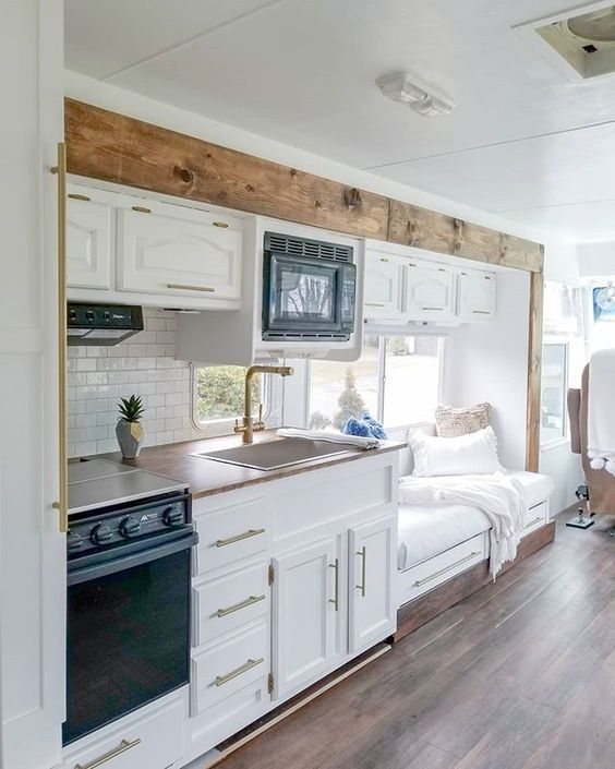 wilson mtorhome 26 - Family of four lives full-time in this stylish and well organized motorhome