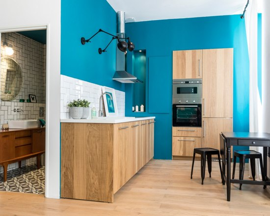 blue velvet studio apartment 10 - A small French apartment awash in bold blue hues