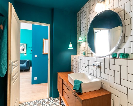 blue velvet studio apartment 11 - A small French apartment awash in bold blue hues