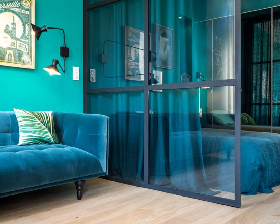 blue velvet studio apartment 3 - A small French apartment awash in bold blue hues