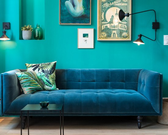 blue velvet studio apartment 5 - A small French apartment awash in bold blue hues