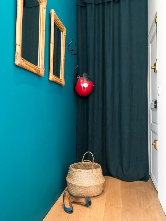 blue velvet studio apartment 7 - A small French apartment awash in bold blue hues