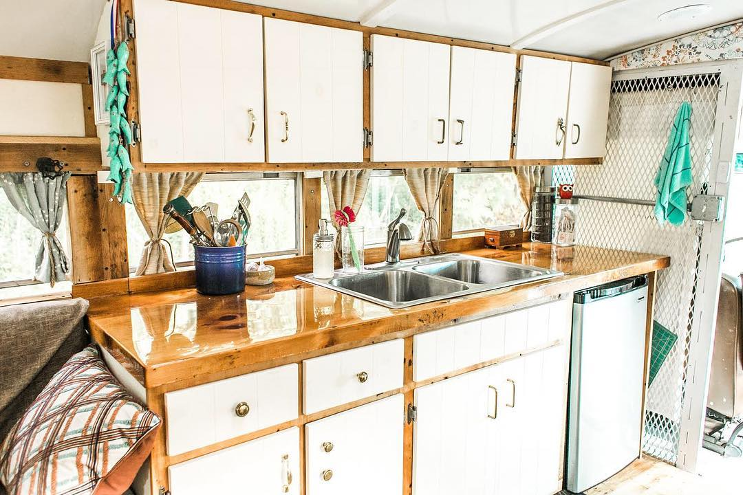 43985507 742376289443285 3731943179475214201 n - Retired prison bus was converted to gorgeous off-grid home