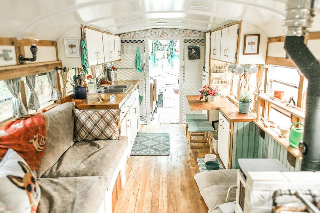 61122513 178199386510257 6438586107617632784 n - Retired prison bus was converted to gorgeous off-grid home