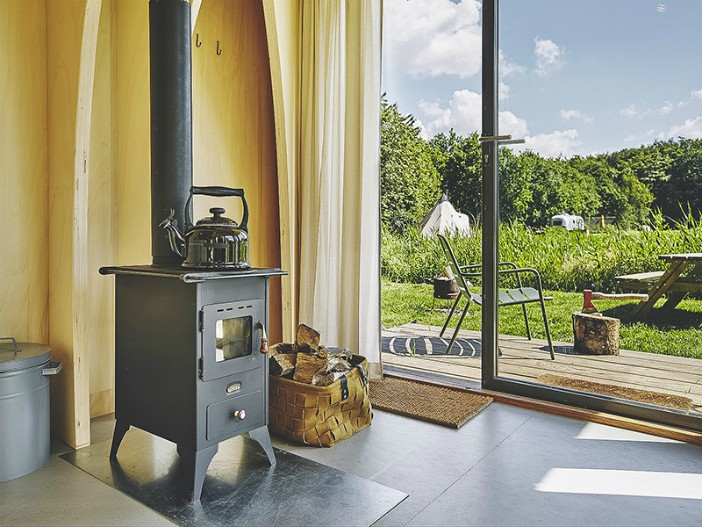 600x800 het bos roept 2019 20190621 99789 - This tiny cabin boasts a stunning timber domed interior