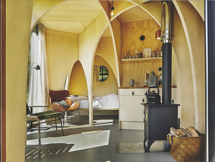 600x800 het bos roept 2019 20190621 99806 - This tiny cabin boasts a stunning timber domed interior