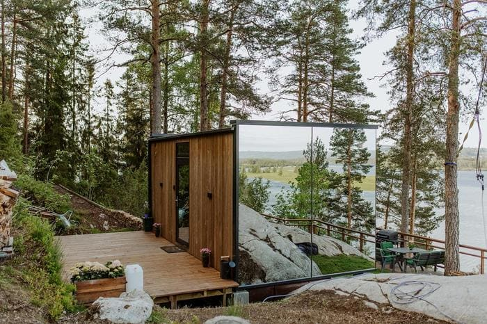 mirror cabin 13 - Mirrored glass cabin offers spectacular 180-degree nature views