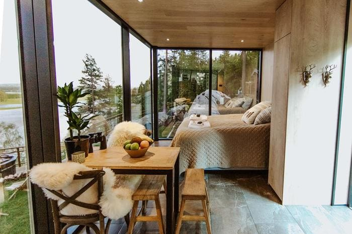 mirror cabin 16 - Mirrored glass cabin offers spectacular 180-degree nature views