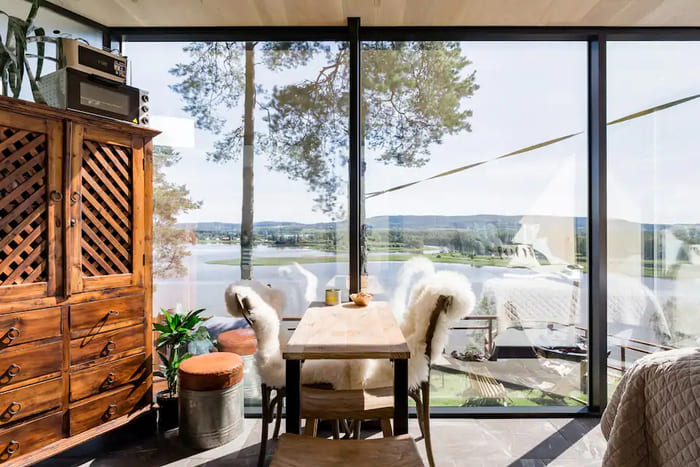 mirror cabin 5 - Mirrored glass cabin offers spectacular 180-degree nature views