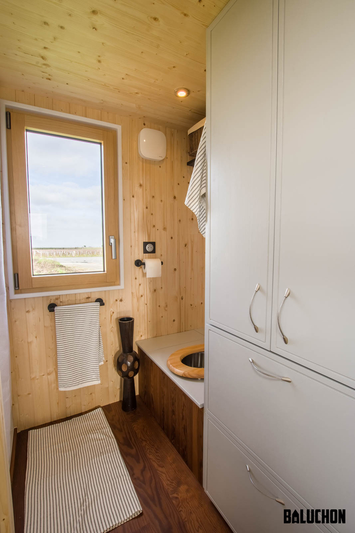tiny house baluchon 10 - Colorful tiny house boasts staircase with built-in dog nook and sitting area