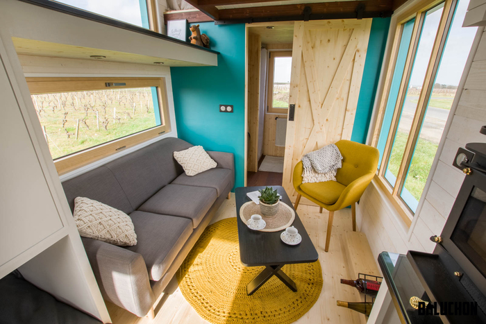 tiny house baluchon 3 - Colorful tiny house boasts staircase with built-in dog nook and sitting area