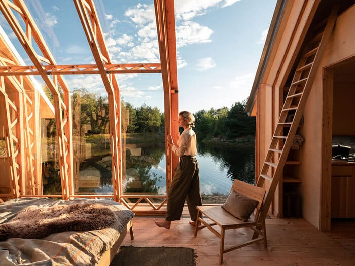 cabin slides apart 3 - Sliding walls make this Dutch cabin a transforming wonder