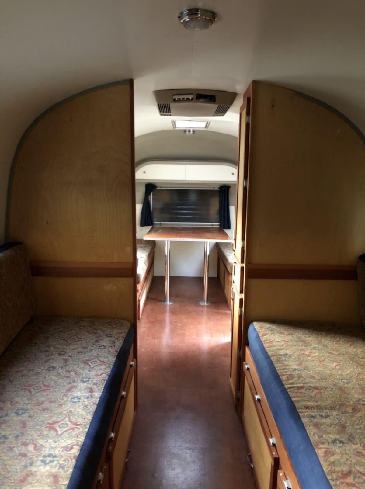 Screen Shot 2020 11 04 at 4.55.10 PM 768x1029 1 - This renovated Airstream trailer is all floral and boho-chic charm