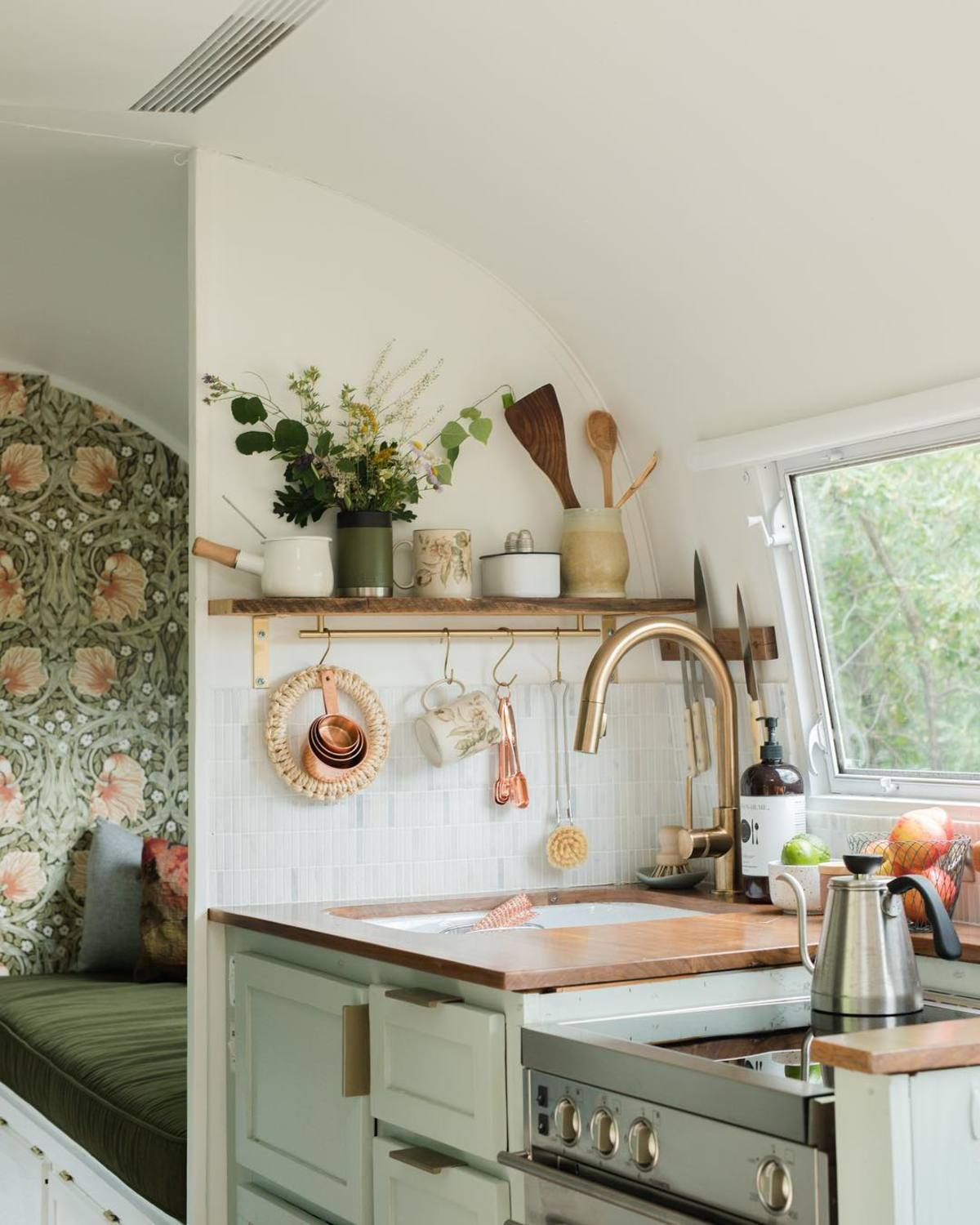 airtsream trailer marjorie 21 - This renovated Airstream trailer is all floral and boho-chic charm