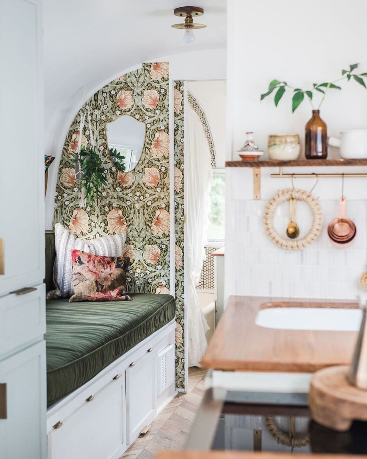 airtsream trailer marjorie 25 - This renovated Airstream trailer is all floral and boho-chic charm