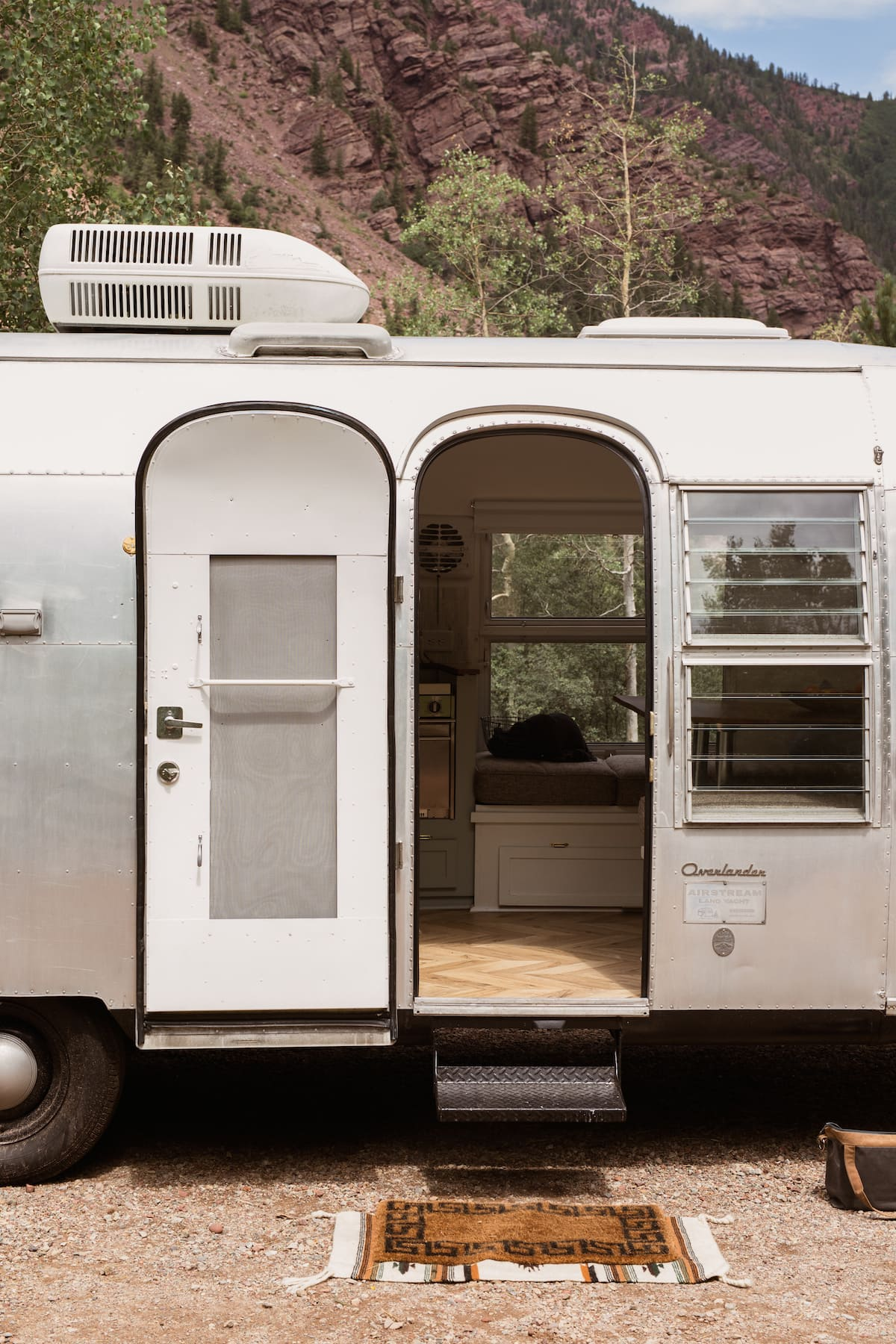 marjorie airstream 16 - This renovated Airstream trailer is all floral and boho-chic charm