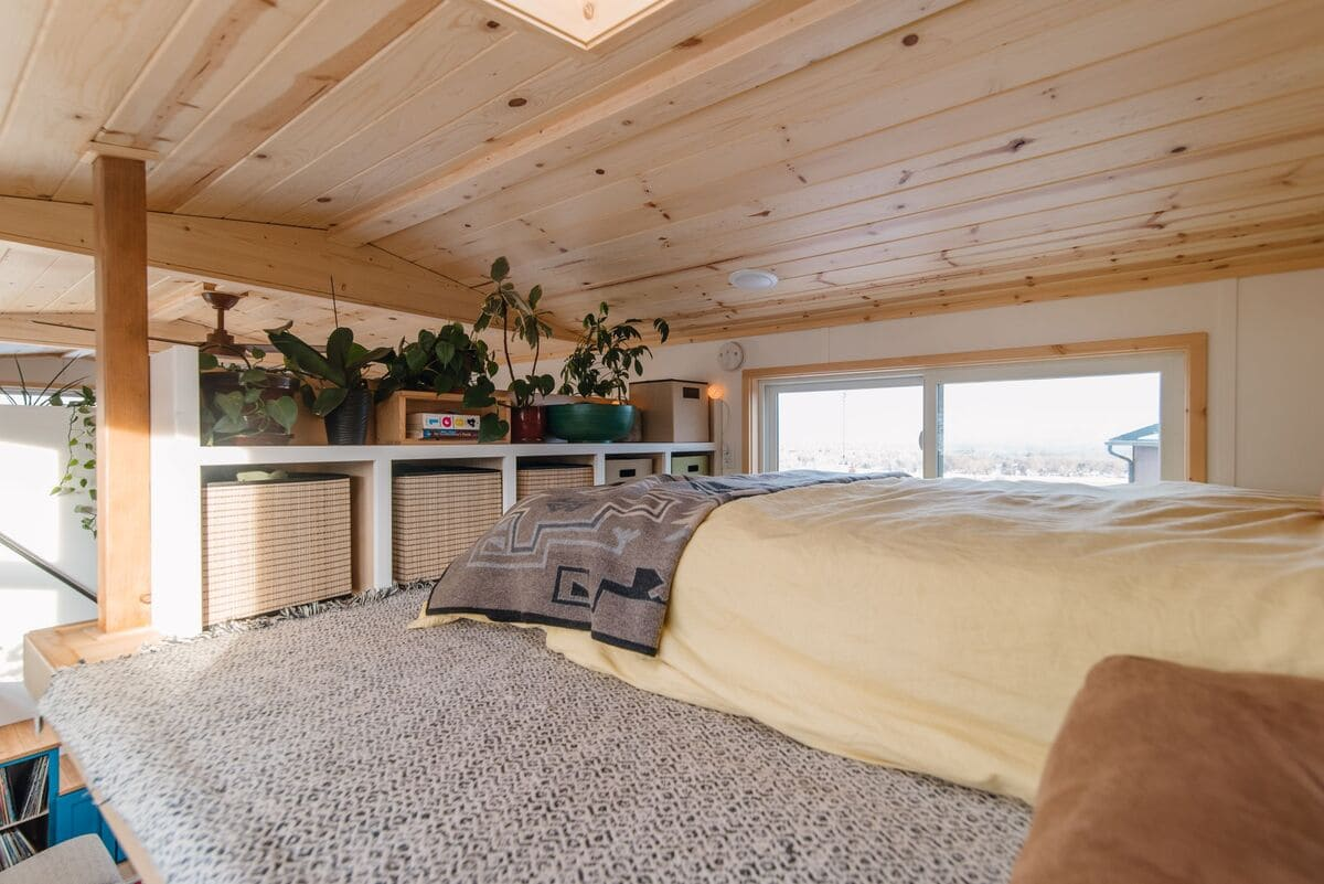 tiny house Master Bed 3 Foot - This luxurious tiny house does not hold back on function - it even has a mudroom